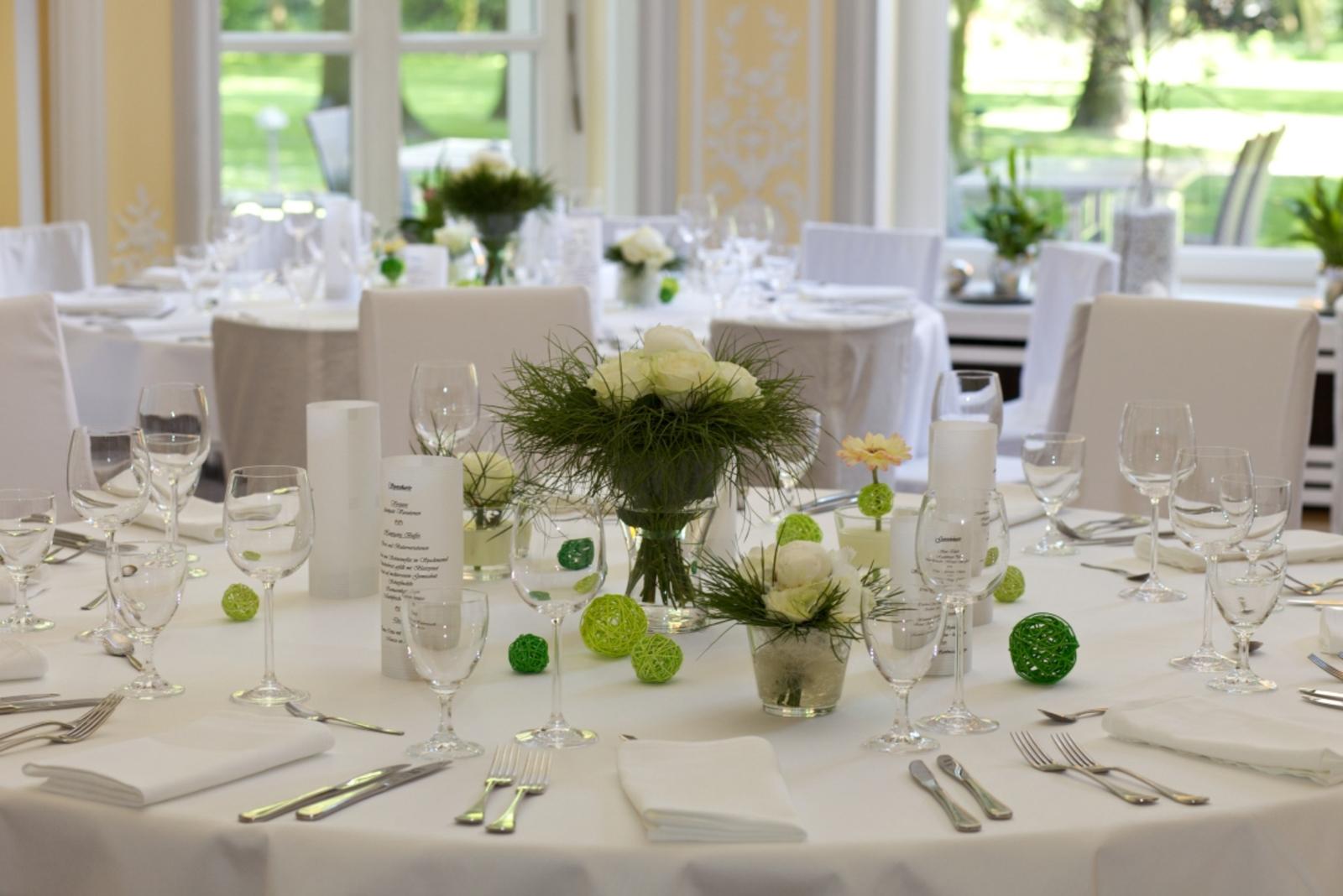 Tischdeko inspirationen f r die hochzeitsfeier wir for Floristik tischdeko
