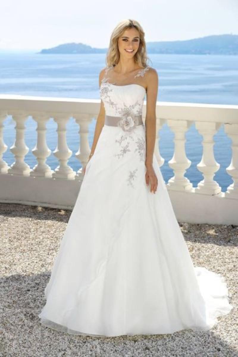 Ladybird Brautkleid 318050 low res - Wir sagen Ja!