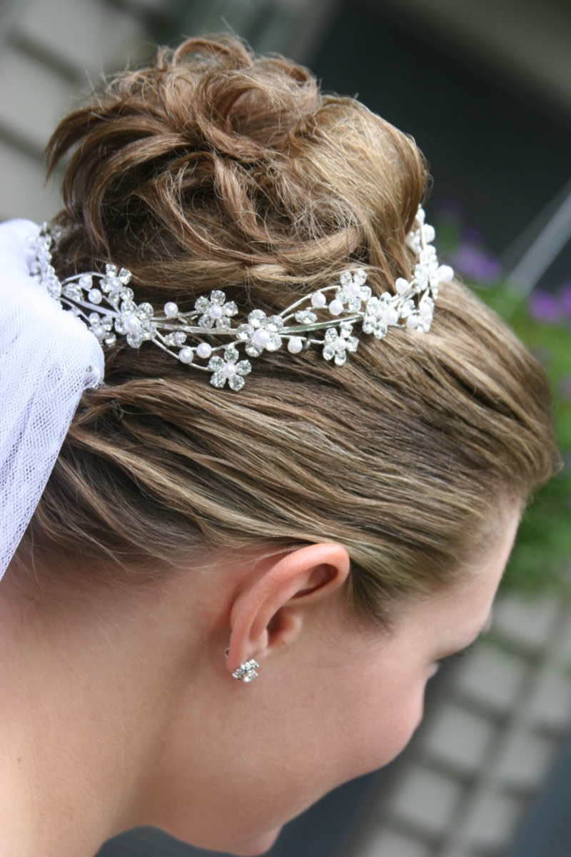 Brautfrisur Mit Eingeflochtenem Schleier Und Diadem Wir Sagen Ja
